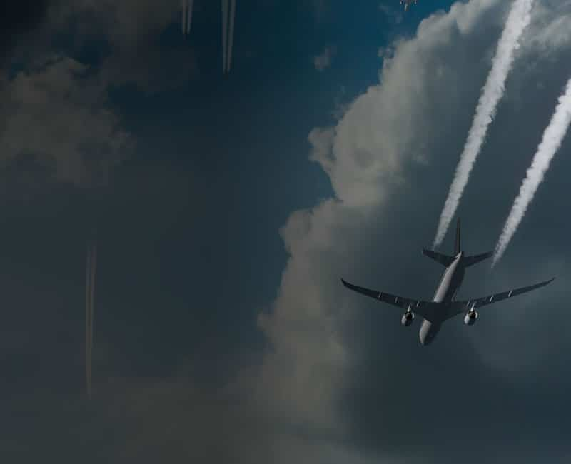 airplane high altitude with vapor trails high ice water forcecasts