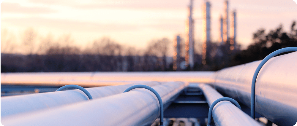 Pipelines running to refinery