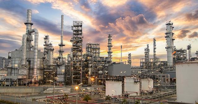 Blog Header Oil Refinery
