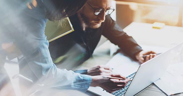 Blog Header Coworkers looking at laptop