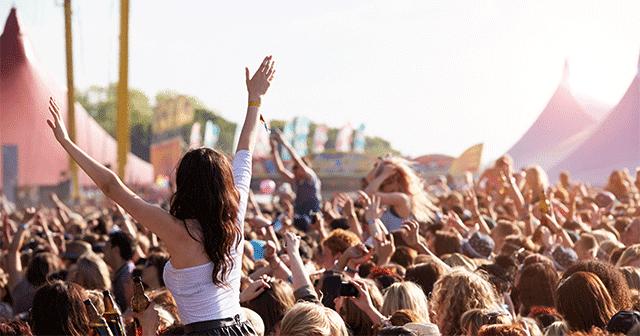 Blog header outdoor music crowd